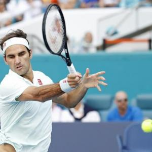 Federer eases past Medvedev into Miami quarters