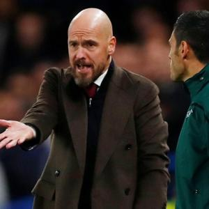 Ajax coach slams referee after Chelsea game
