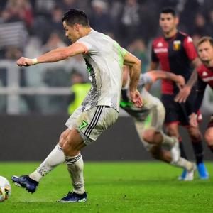 Football PIX: Ronaldo's controversial penalty sinks Genoa