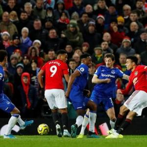 Champions League hopes add spice to Everton-Man United clash