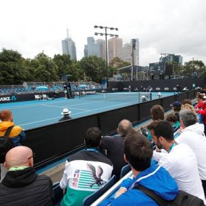 Weather allows Aus Open qualifying to start on time