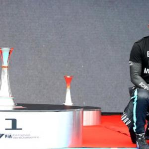 Hamilton slams F1 after 'rushed' anti-racism gesture