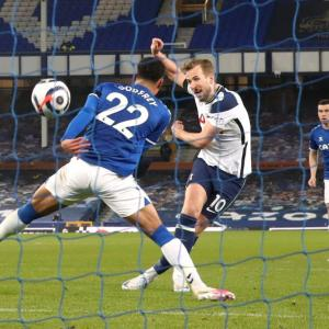 Football: Kane earns Spurs draw at Everton