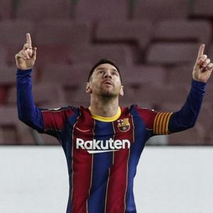 Messi registers his 650th goal for Barca; PSG lose
