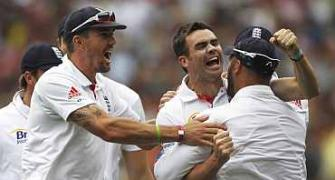Images: England outpunch Aussies on Boxing day