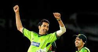 Gul's six gives Pakistan victory
