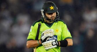 After another collapse, Pakistan crawl home to face uncertain future
