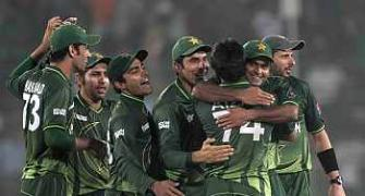 Pakistan edge out Bangladesh to lift Asia Cup