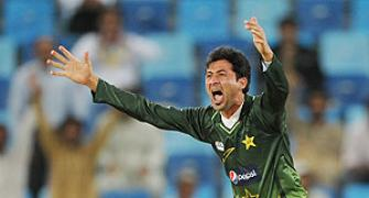 Younis predicts bright future for rookie pacer Junaid