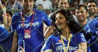 IPL Photos: See what makes sexy Shilpa Shetty dance!
