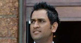 Gagged by BCCI, Dhoni keeps mum on spot-fixing episode