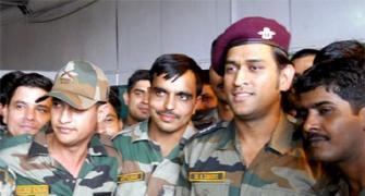 Dhoni to perform guard duties, patrolling in Kashmir