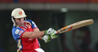 IPL: De Villiers lifts RCB to victory to keep play-off hopes alive