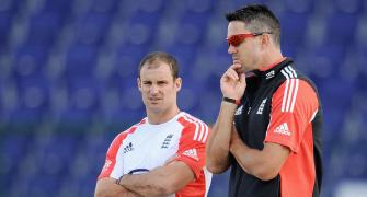 I'd like to hug Strauss and patch up: Pietersen