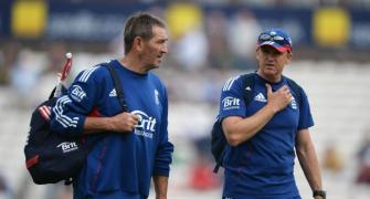 Gooch rubbishes Pietersen's claims, urges Cook to speak up