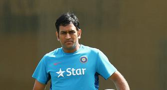 'Dhoni deserves respect, not fair to remove him as captain'
