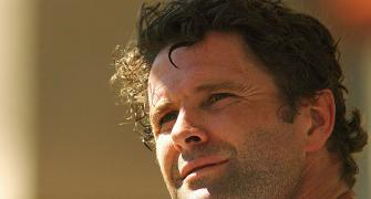 Former NZ captain Chris Cairns on life support
