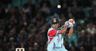 Cricket for Heroes: Dhoni rakes in windfall!