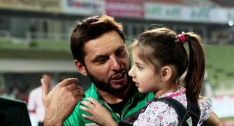 We only get love in India, not security threat: Afridi, Malik