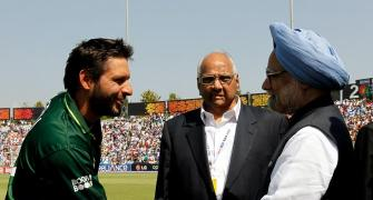 Imran Khan must do more about Kashmir: Afridi