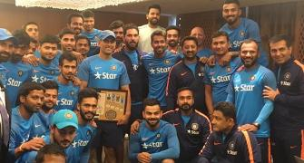 'Captain Cool' Dhoni felicitated