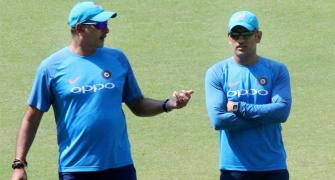 Shastri once again fiercely defends Dhoni