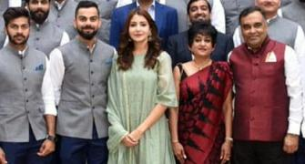 Controversy after Anushka poses with Team India