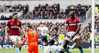 EPL: Spurs record first loss at new home stadium
