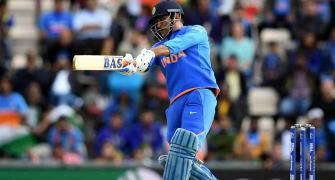 'Dhoni knows his strengths and always sticks to them'