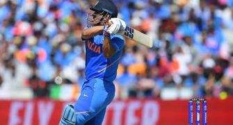 Dhoni's last over heroics applauded