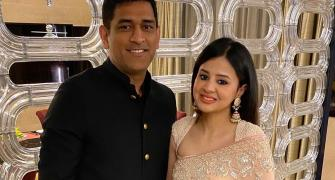 Sakshi pens emotional note for Dhoni