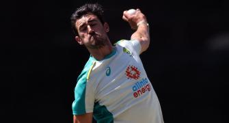 Captain Finch throws weight behind struggling Starc
