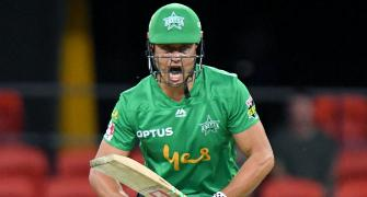 Australia batsman Stoinis fined for personal abuse