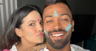 Pandya, Kohli, Tendulkar greet fans on Holi