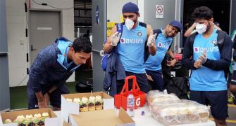 Team India celebrates Saini's birthday