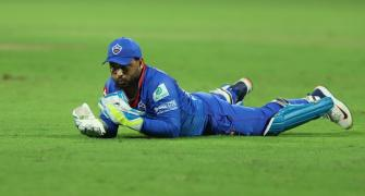 Pant has hamstring strain; will Carey keep for Delhi?
