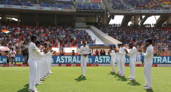 Teammates' guard of honour marks Ishant's 100th Test