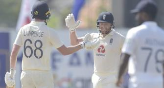 England beat Sri Lanka by 7 wkts; lead series 1-0
