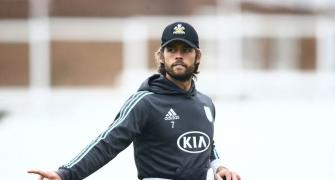 Stop moaning about Indian pitches: Viv tell England