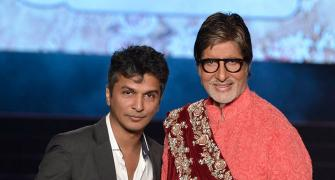 Photos: Amitabh Bachchan turns showstopper for Vikram Phadnis