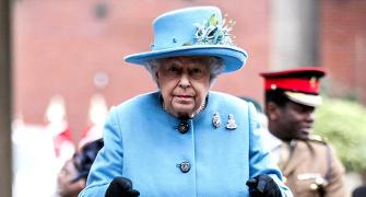 For 60 years, the Queen has been carrying the same handbag!