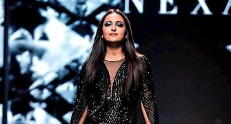 Incredibly HOT! Sona scorches runway in a black slit dress