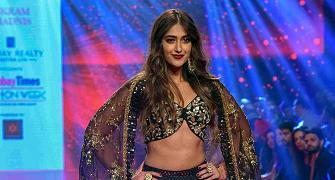 Smokin' hot! Ileana flashes toned abs in black