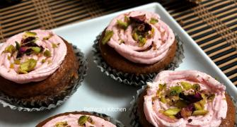 Christmas recipe with a twist: Eggless Gulkand Cupcake