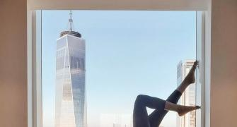 The yogini who loves to pose with skyscrapers