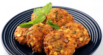 Tea-time recipes: Kalmi Vada and Pyaz Kachori