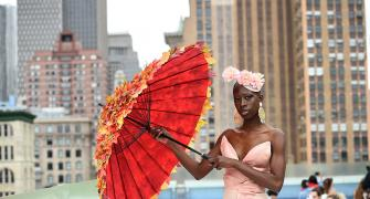 PIX: Stylish Umbrellas on the ramp!