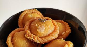 Holi Special: How to make Gujiyas