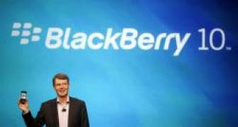 Users line up to try new BlackBerry 10 platform