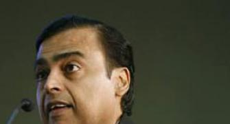 Kejriwal to file cases against Mukesh Ambani over gas pricing